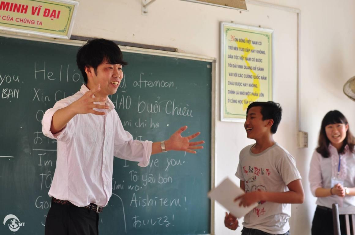Trong 2 ngày 18-19/3, đoàn sinh viên Nhật Bản cũng đã được trải nghiệm kỳ thực tập với 2 nội dung chính: Dạy tiếng Anh và tiếng Nhật cho học sinh trường THCS Tân Xã và Tìm hiểu quy trình tuyển dụng tại F-Ville.