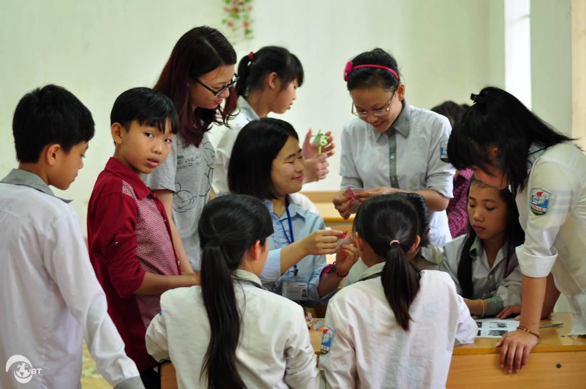 Với học sinh hai trường tiểu học này, sinh viên Nhật Bản cũng có nhiều kỷ niệm đáng nhớ nhờ một số hoạt động ngoại khóa phong phú.