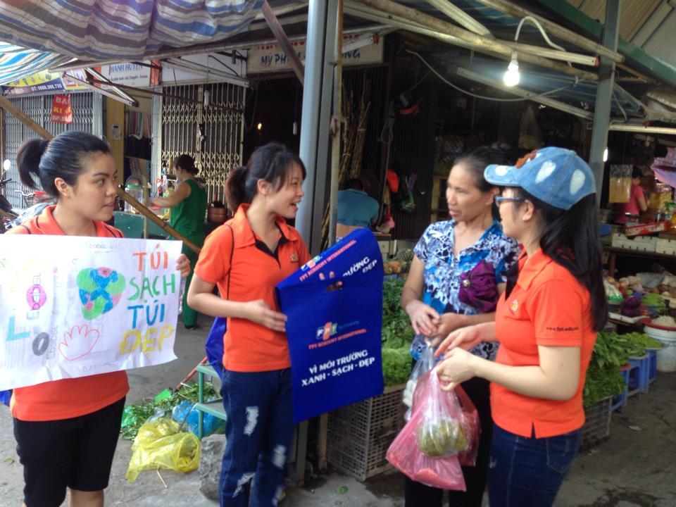 Qua đó, chương trình góp phần nâng cao nhận thức của cộng đồng trong việc tạo thói quen hạn chế sử dụng túi nilon và thay thế bằng túi thân thiện vơi môi trường trong cuộc sống hằng ngày.