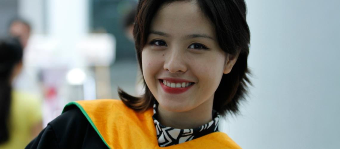 Trang phục cử nhân như càng tôn thêm nét đẹp cũng như thần thái của mỗi sinh viên Khối Liên kết quốc tế.