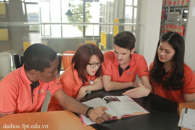 Học sinh cần căn cứ vào sở thích, đam mê của bản thân kết hợp với tìm hiểu thông tin xu hướng ngành nghề để có lựa chọn phù hợp.