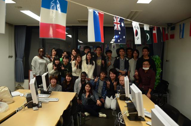 14 sinh viên ngành Tiếng Nhật Thương mại trong thời gian du học tại Đại học Rissho Nhật Bản.