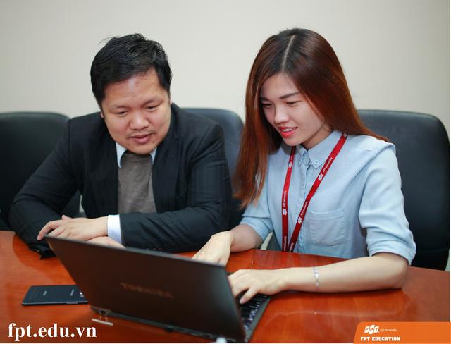 """Kết thúc buổi GLTT """"Tuyển sinh 2016: Lựa chọn để thành công"""", TS. Đàm Quang Minh gửi lời cảm ơn tới sự quan tâm của độc giả báo Dân Trí."""