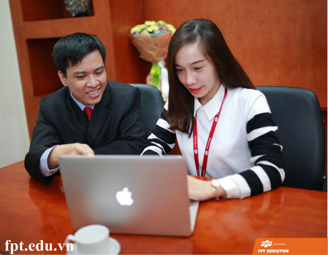 ThS. Lã Ngọc Quang - Giám đốc Cao đẳng Thực hành FPT Polytechnic Hà Nội nhận được khá nhiều câu hỏi từ các độc giả Dân trí.
