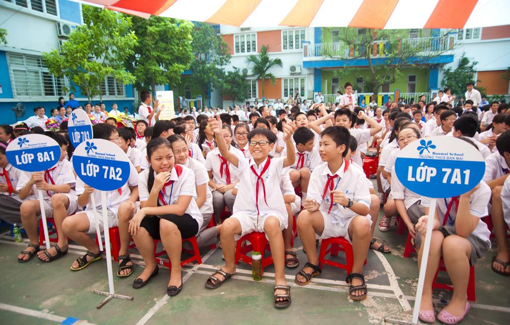 Các em học sinh hào hứng với cuộc thi ViOlympic - rở thành cuộc thi giải toán qua mạng Internet lớn nhất Việt Nam.